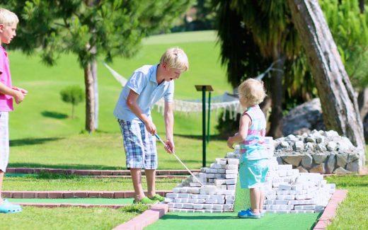 Mini golf Ada